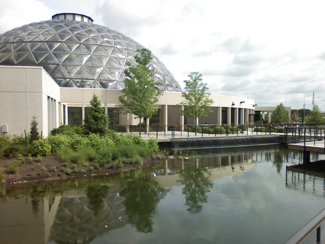 the water garden and conservatory of the greater des moines botanical - Greater Des Moines Botanical Garden